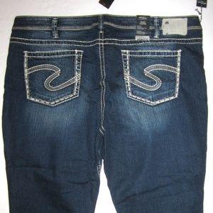 👖 Silver Jeans NWT Suki Capri Crop PLUS 24 3X NEW